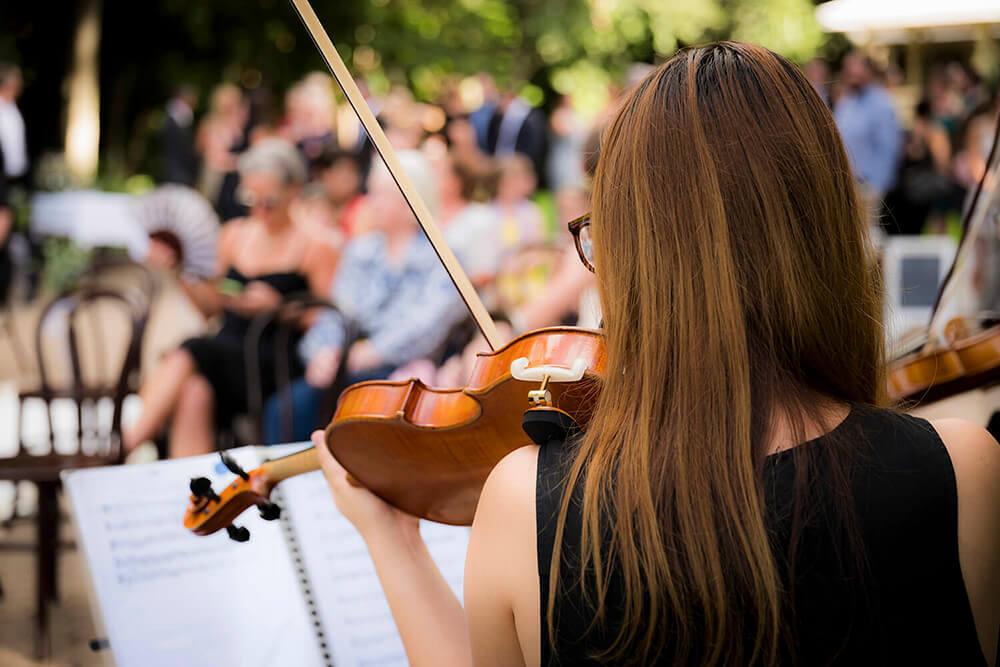 musica en vivo y personalizada en una ceremonia civil al aire libre