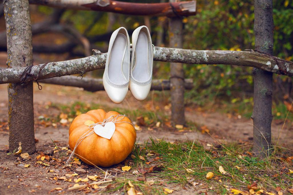 Si quieres una boda realmente original, el otoño y su gama cromática te permitirá organizar una boda romántica en un ambiente cálido y acogedor.