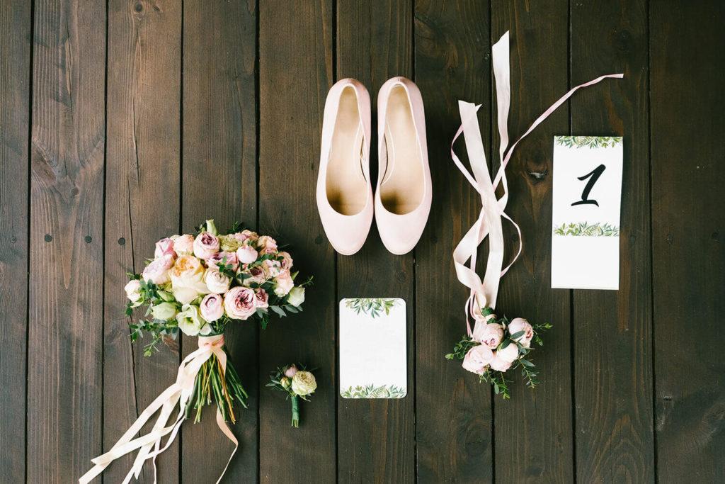 Invitación de boda al aire libre estilo floral
