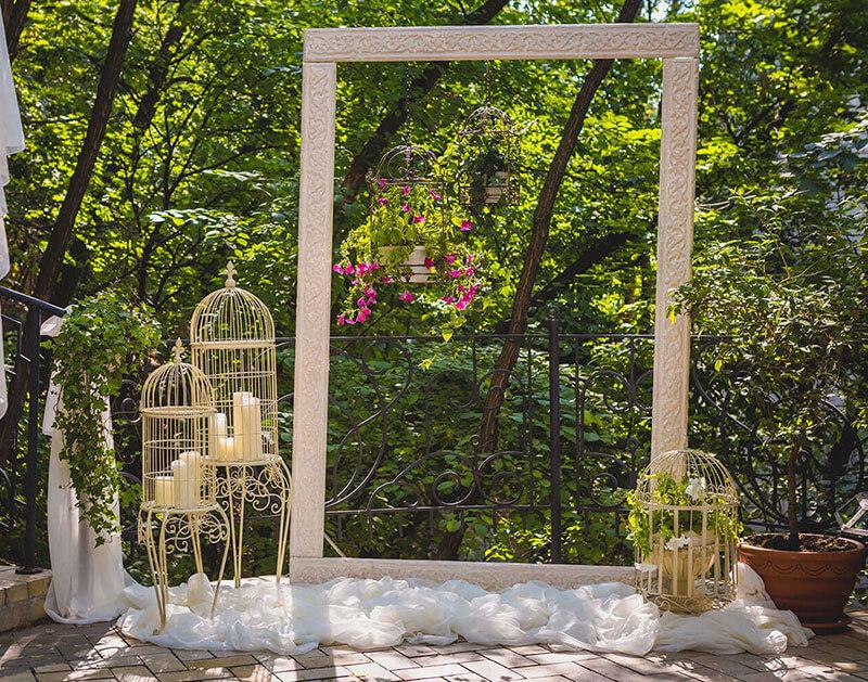 Decoración con elementos vintage para una boda al aire libre en Jardín Regio Salamanca