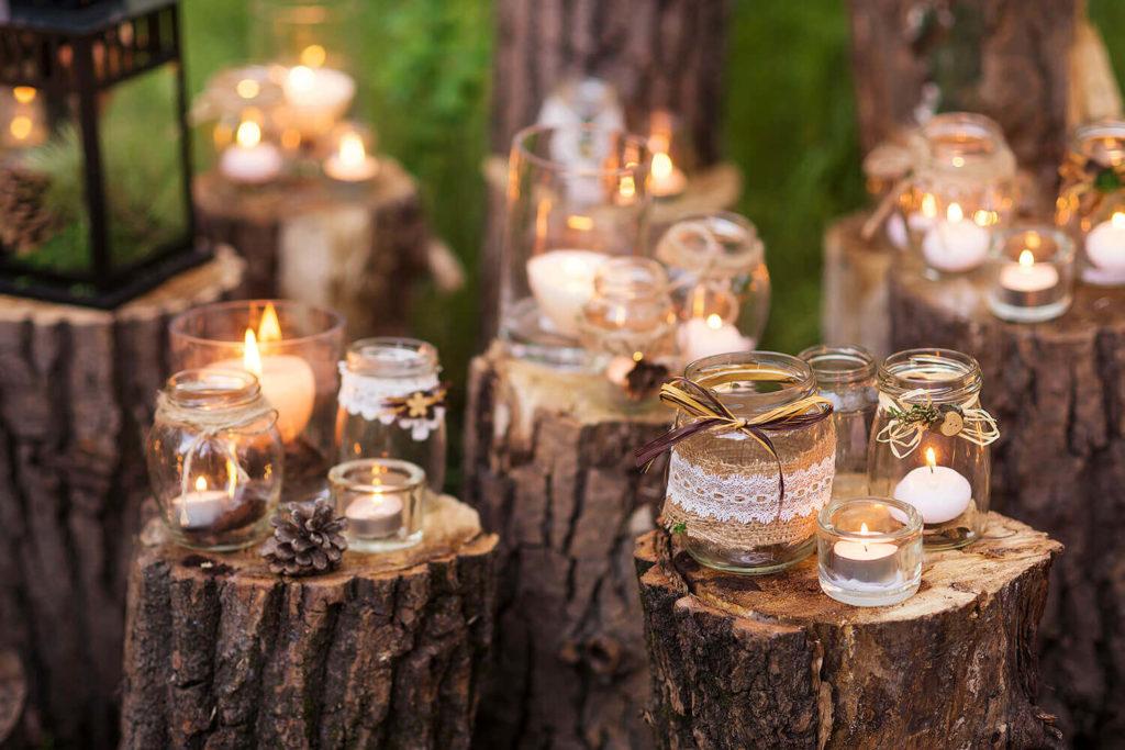 Decoración con velas para una boda al aire libre en Jardín Regio Salamanca
