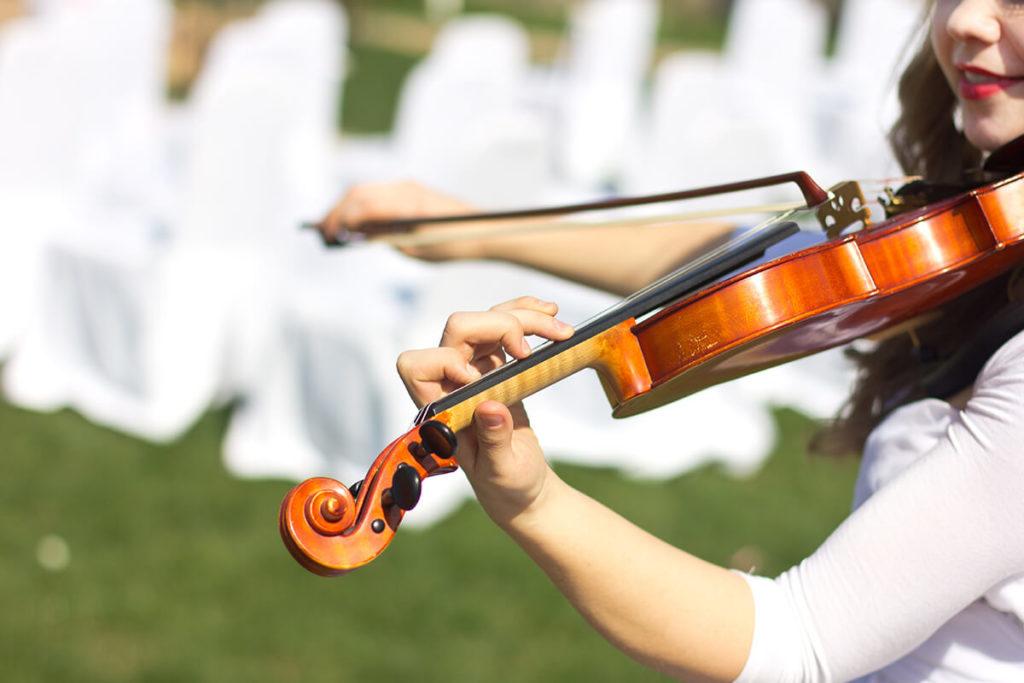Música en vivo para una boda al aire libre