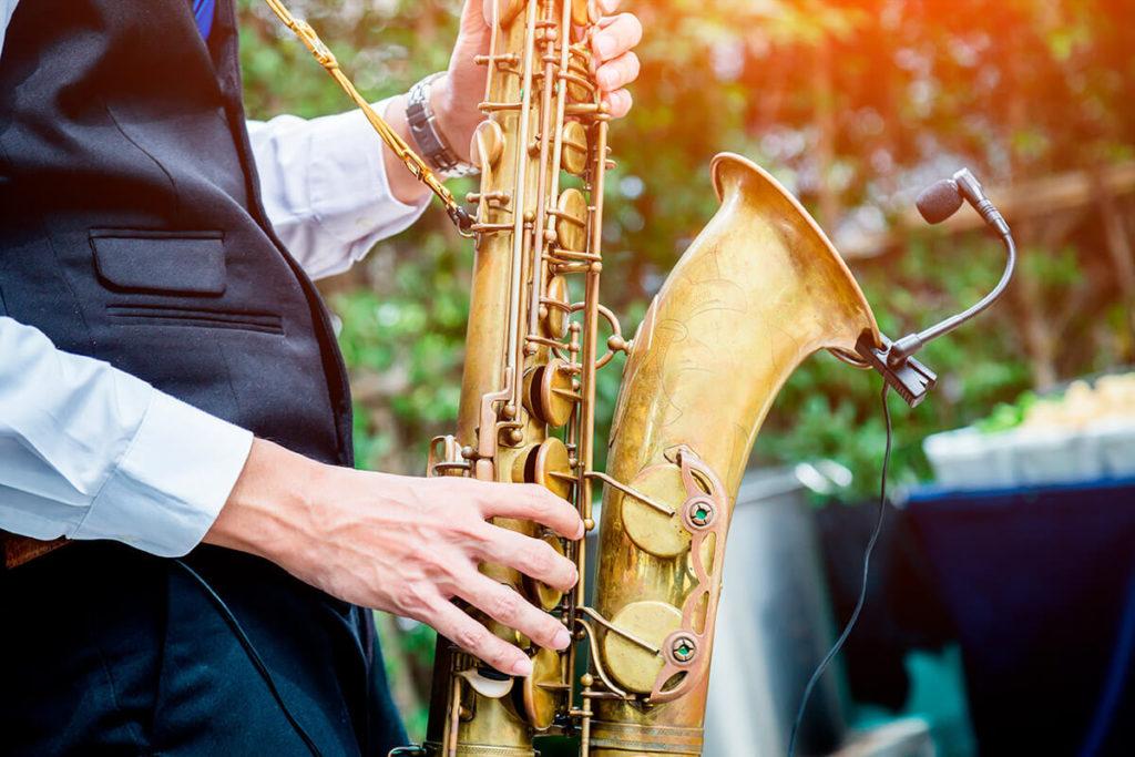 Música jazz para una boda al aire libre